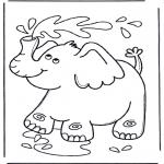 Animales - Elefante escupe agua